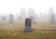 Dimmig kyrkogård fotografering för bildbyråer