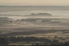 Dimmig morgon över den Dorset hamnen Arkivbild
