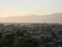 Dimmig morgon över stad Arkivbilder