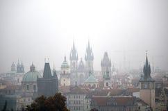 Dimmig morgon i Prague Arkivfoto