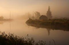 Dimmig morgon på den Caledonian kanalen Fotografering för Bildbyråer