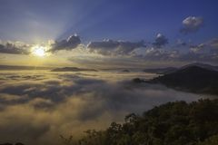 Dimmig morgon på Phuphadak, Sungkhom område, Nongkhai, Thailand Royaltyfria Foton