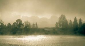 Dimmig morgon på Sir John Macdonald Parkway också som är bekant som den Ottawa flodgångallén Royaltyfri Fotografi