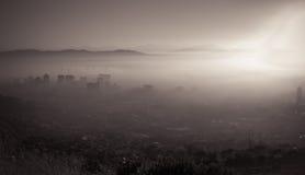 dimmig morgontown för udd fotografering för bildbyråer