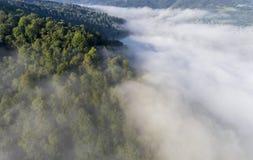 Dimmig panorama för landskap Fantastisk drömlik soluppgång på stenig moun Royaltyfria Bilder