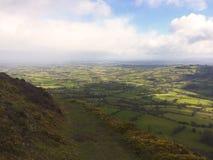 Dimmig sikt från kullarna i Wales Arkivbild
