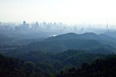 Dimmig stad Arkivbild