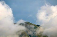 dimmiga berg Royaltyfri Bild