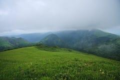 dimmiga berg för dag Royaltyfria Foton