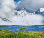 dimmiga berg för liggande Royaltyfri Bild