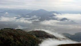 Dimmiga berg på gryning Royaltyfri Fotografi