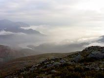 Dimmiga berg på gryning Royaltyfria Foton