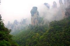 Dimmiga berg Zhangjiajie Arkivbild