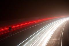 dimmiga ljusa motorwaytrails Royaltyfri Foto