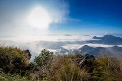 dimmigt berg för liggande Arkivbilder