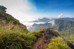 dimmigt berg för liggande Arkivbild