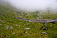 Dimmigt landskap i de Carpathians bergen Arkivfoto