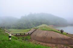 Dimmigt och regna i morgon på Pang Ung i Mae Hong Son Arkivfoto