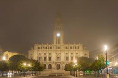 Dimmigt Porto stadshus, Portugal Arkivfoto