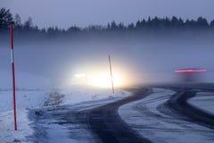 Dimmigt snöig landskap royaltyfri bild