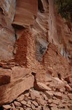 Dimore di scogliera indiane di Sinagua Immagine Stock