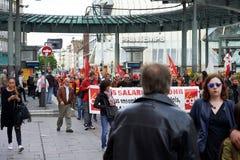 Dimostranti che bloccano il centro urbano Immagine Stock