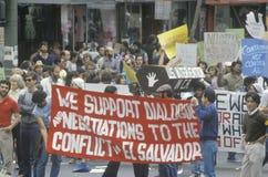 Dimostranti che protestano intervento degli Stati Uniti nel El Salvador Fotografie Stock