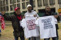 Dimostranti fuori dell'inaugurazione 2017 del ` s di Donald Trump Immagini Stock Libere da Diritti