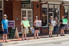 Dimostranti - Roanoke del centro, la Virginia, U.S.A. immagine stock libera da diritti