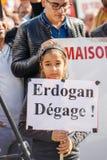 Dimostratori che protestano contro presidente turco Erdogan polic Fotografia Stock Libera da Diritti