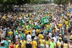 Dimostrazione in accusa di sostegno di Dilma Rousseff in Copacabana Immagini Stock