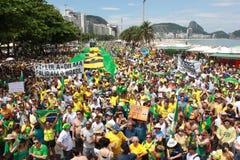 Dimostrazione in accusa di sostegno di Dilma Rousseff in Copacabana Immagini Stock Libere da Diritti