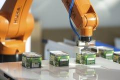 Dimostrazione del robot dell'alimento inscatolato a Mosca immagine stock libera da diritti