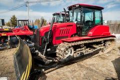 Dimostrazione del trattore dell'aratro di produzione della Bielorussia Fotografia Stock