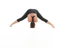 Dimostrazione della posa d'allungamento difficile di yoga Fotografie Stock