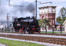 Dimostrazione delle locomotive d'annata ristabilite alla celebrazione del giorno delle truppe ferroviarie della Federazione Russa fotografia stock libera da diritti