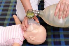 Dimostrazione di respirazione artificiale Fotografie Stock Libere da Diritti