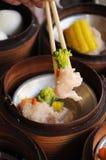 Dimsum cozinhado chinês nos recipientes de bambu Foto de Stock Royalty Free