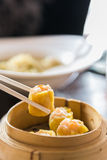 Dimsum del gamberetto fritto cinese Immagini Stock