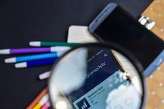Dinámica NAV App con magnificar en la pantalla de Smartphone foto de archivo libre de regalías
