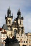 Din kyrka på gammal stadfyrkant i Prague Royaltyfria Foton