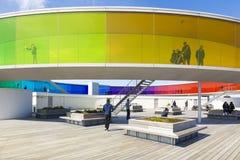 Din personliga regnbåge - installation av Olafur Eliasson arkivbilder