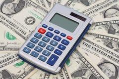 dina calculating finanser fotografering för bildbyråer