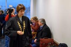 Dina Suipe que chega no tribunal distrital de Riga Vidzeme imagem de stock royalty free