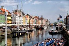 Dinamarca, Copenhaga - 10 de junho de 2016: O distrito de Nyhavn é um do marco o mais famoso e o mais bonito em Copenhaga Fotografia de Stock Royalty Free