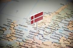 Dinamarca identificou por meio de uma bandeira no mapa fotos de stock