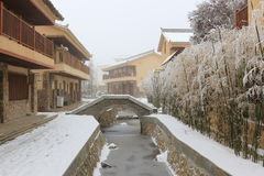 A Dinamarca Shan Bao, China - 2 de fevereiro de 2016: Centro da cidade coberto com a neve na Dinamarca Shan Bao Yunnan Imagens de Stock Royalty Free