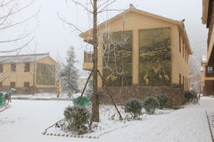 A Dinamarca Shan Bao, China - 2 de fevereiro de 2016: Centro da cidade coberto com a neve na Dinamarca Shan Bao Yunnan Imagem de Stock Royalty Free