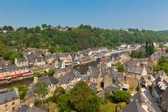Dinan, Bretagne, Frankreich - alte Stadt auf dem Fluss stockfotografie