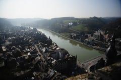 Dinant über vom Muese-Fluss lizenzfreie stockfotografie